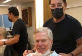 Silvio Santos se despede de cabelo branco e surge com visual renovado um mês após aniversário de 90 anos
