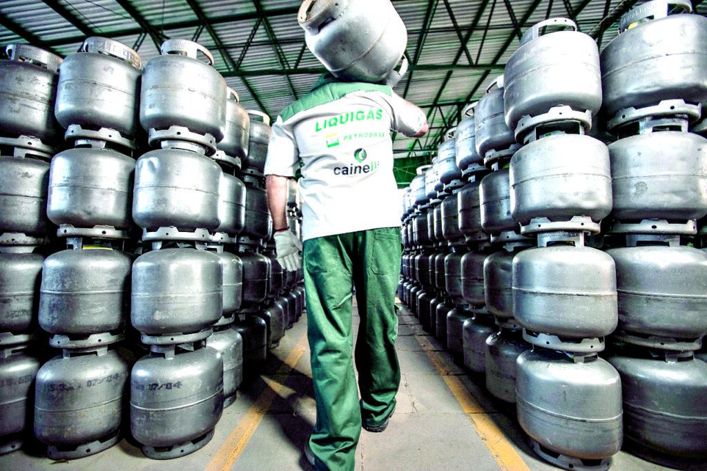 botijao gas 1 1024x682 1 - Petrobras anuncia novo aumento e botijão de gás de cozinha pode custar até R$ 100 na Paraíba