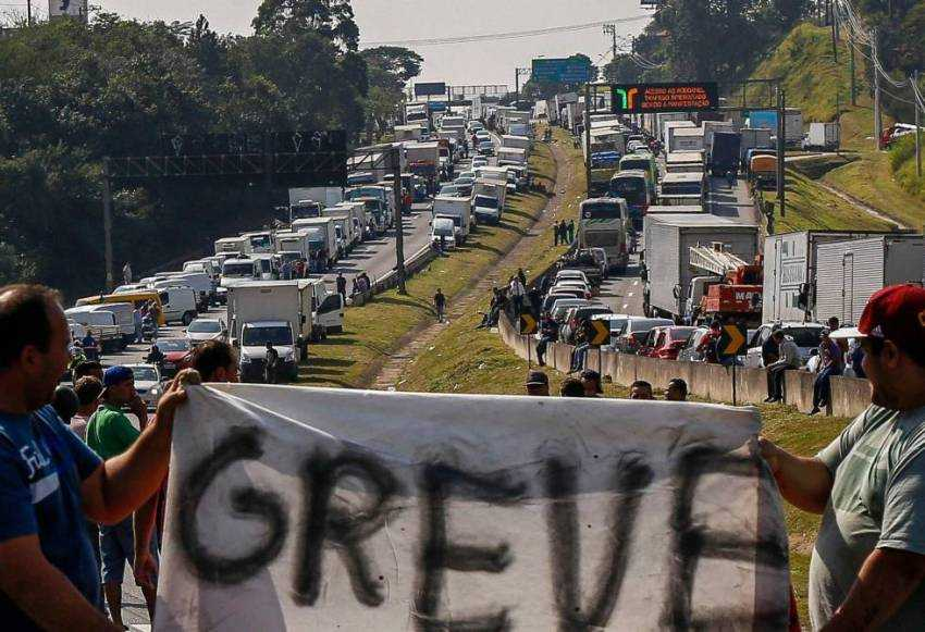 greve caminhoneiros - Bloqueio de rodovias em João Pessoa e Campina Grande acontece nesta segunda-feira