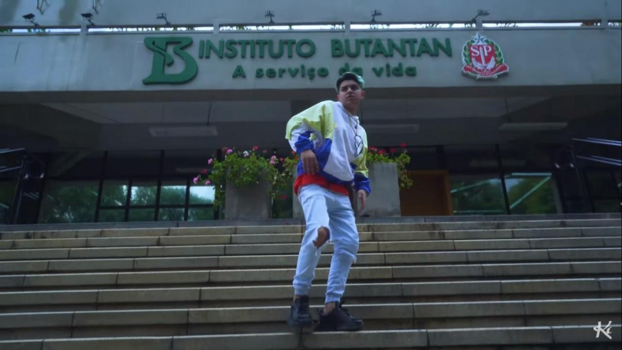 mc fioti bum bum tan tan - MC Fioti lança novo clipe da música 'Bum bum tam tam' em homenagem à CoronaVac - ASSISTA