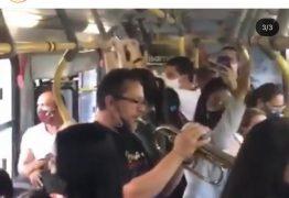 Apresentação cultural dentro de ônibus provoca aglomeração em Campina Grande