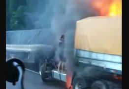 Pai tenta salvar, mas filho morre carbonizado em batida de seus caminhões – VEJA VÍDEO