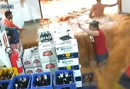 """Cliente e funcionária de adega são atingidos por """"mar de lama"""" durante temporal; veja"""