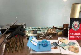 CAMPINA GRANDE: Idosa é presa suspeita de tráfico de drogas e posse ilegal de arma
