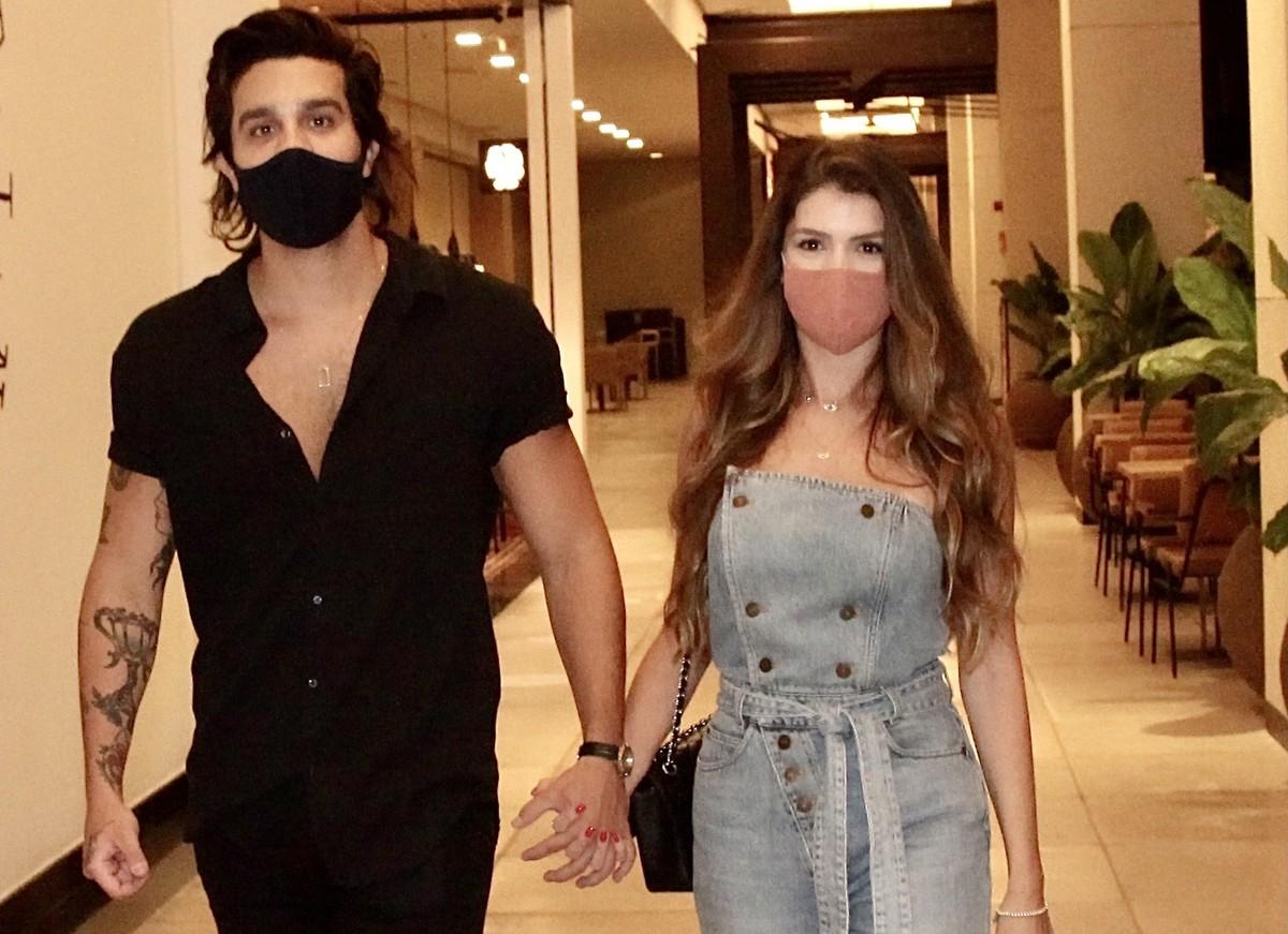 luan santana namorada - NOVO AMOR?! Saiba quem é a modelo que foi vista de mãos dadas com Luan Santana em shopping