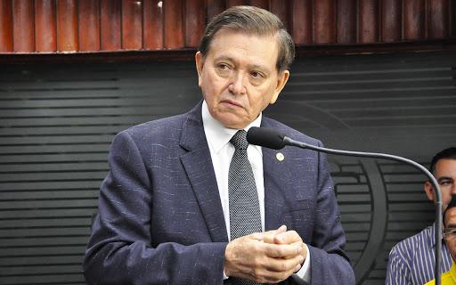 unnamed 8 - Deputados aprovam último projeto de João Henrique na CCJ e prestam homenagem