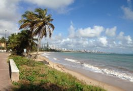 Corpo de homem é encontrado boiando na praia de Cabo Branco