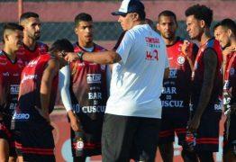 "Ederson Araújo busca equilíbrio no Campinense, mas ressalta: ""Minha metodologia é jogar para frente"""