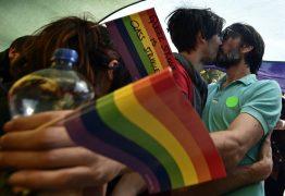 Sérvia dá passo adiante para legalizar casamento gay