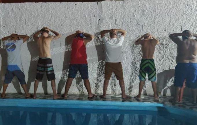 fest - Festa clandestina são encerradas pela polícia e três pessoas são presas na Praia do Sol, em João Pessoa