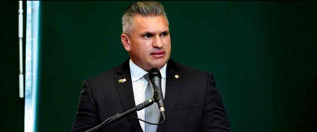 """julian lemos 3 e1630155546300 - PSL E DEM: Com fusão, Julian Lemos deve presidir nova legenda na Paraíba; procurado, parlamentar ainda não confirma: """"Na política tudo pode mudar"""""""