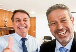 lira e bolsonaro 262x180 - Arthur Lira responde sobre impeachment de Bolsonaro e cai em contradição - Por Samuel de Brito