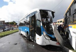 PE-15: Vídeo mostra batida de frente entre BRT e ônibus em Olinda