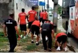 Após derrota em clássico estadual, torcedores protestam contra time e jogadores revidam – VEJA VÍDEO
