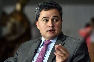 efraim filho 360x240 - Efraim admite candidatura ao Senado até em faixa própria