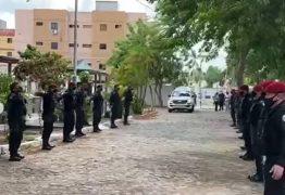 Vítima da codvi-19: Sargento Luiz Carlos recebe homenagem de colegas do Bope em cerimônia de sepultamento – VEJA VÍDEO