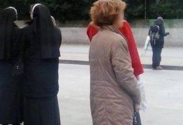 Homem diz ter flagrado 'fantasma' em ponto de ônibus