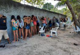 Polícia Militar encerra festa clandestina com aglomeração e apreende arma e veículos