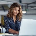 Mulher no computador 1  150x150 - Google encerra inscrições para curso gratuito de tecnologia nessa sexta