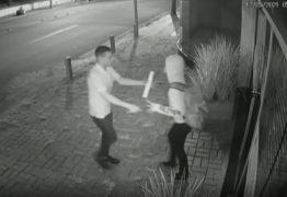 Mulher reage a tentativa de assalto, bate em suspeito e consegue fugir em ônibus – VÍDEO