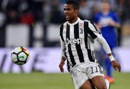 Douglas Costa se acerta com o Grêmio mas volta ainda está nas mãos do Juventus