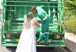 Noiva faz ensaio de casamento em caminhão de lixo para homenagear profissão do marido