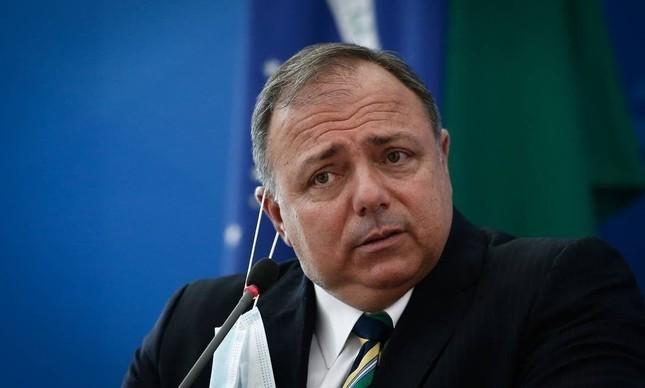 pazuellodemascaracaindo - Filha e sobrinhos do ex-ministro Pazuello receberam auxílio emergencial do governo federal - VEJA VALORES