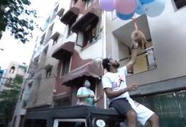 Youtuber é preso após fazer seu cão 'voar' com balões de gás hélio