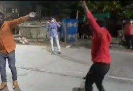 Policiais indianos punem com dança quem fura lockdown – VEJA VÍDEO