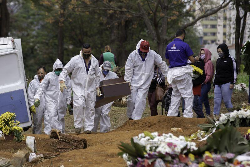 CemiterioCovid - Brasil registra 2.693 mortes por covid-19 em 24 h, maior número em 34 dias