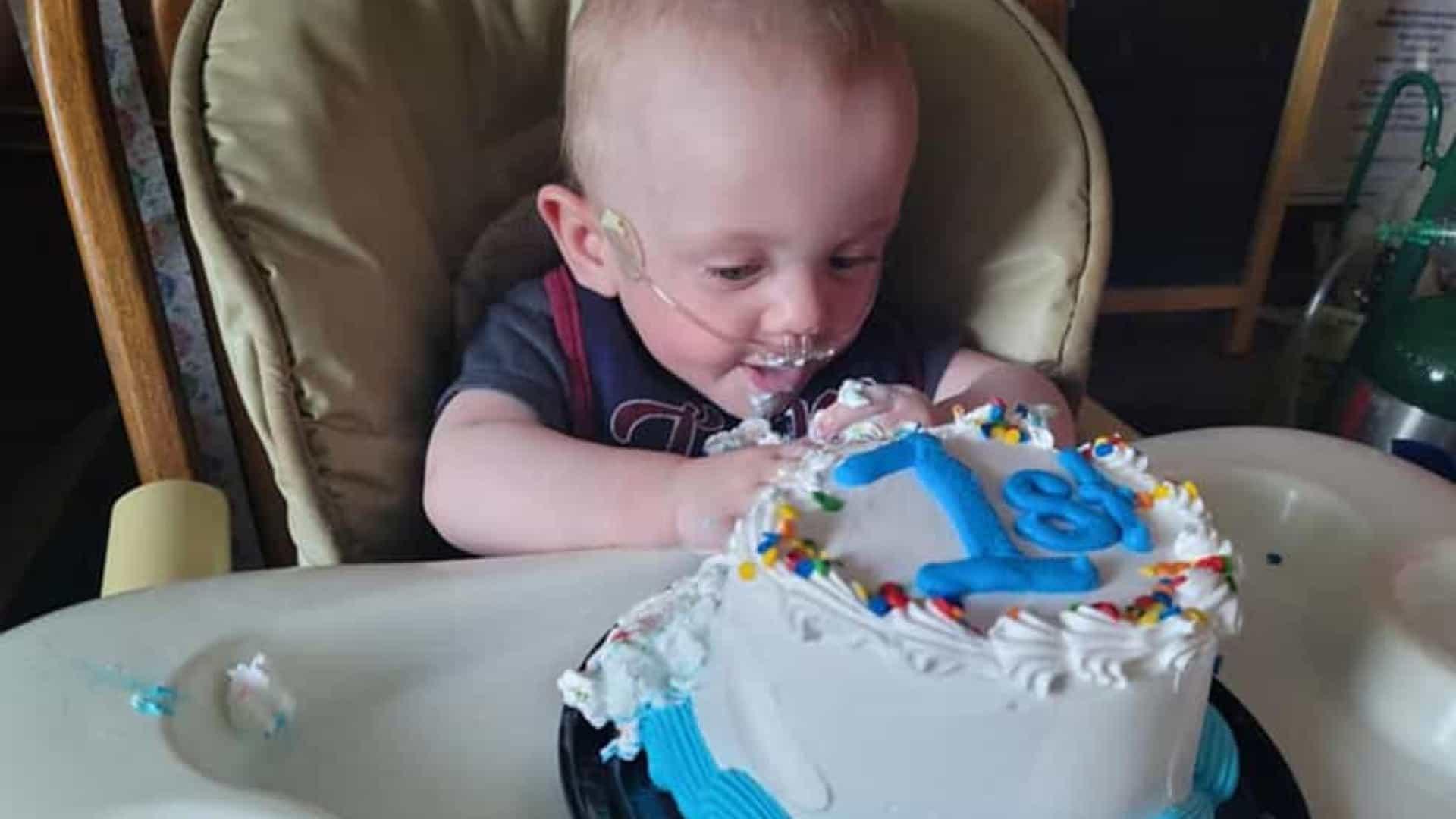 Bebê mais prematuro do mundo vence todas as probabilidades e celebra o primeiro aniversário