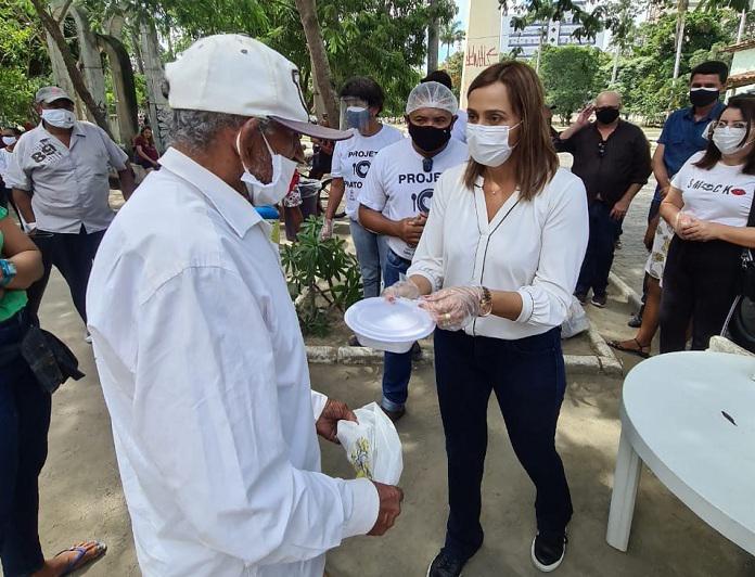 WhatsApp Image 2021 06 21 at 19.05.36 - Secretária Ana Cláudia acompanha entrega de mil refeições diárias a pessoas carentes pelo Governo do Estado em Campina Grande