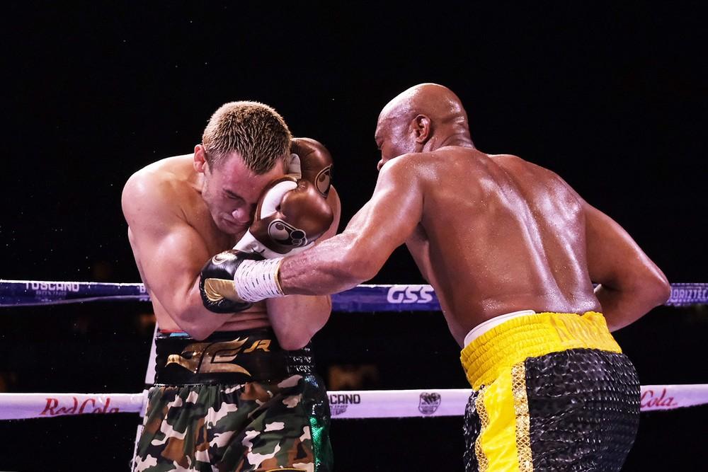 anderson1 - SURPREENDEU: Anderson Silva vence ex-campeão mundial Julio Cesar Chaves Jr, em sua reestreia no boxe - VEJA VÍDEO