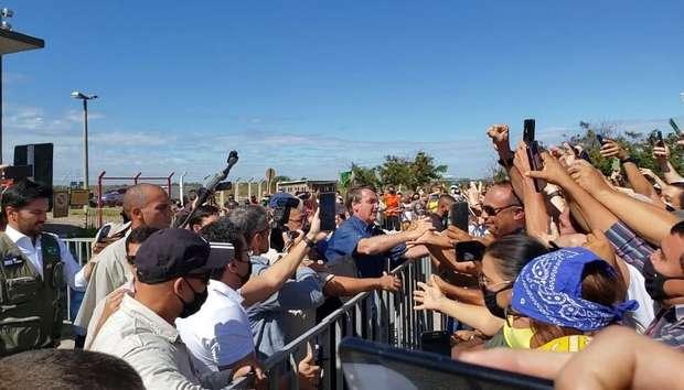 bolsonaro aglomeracao mossoro - Sem máscara, Bolsonaro gera aglomeração ao desembarcar no Rio Grande do Norte para cumprir agenda