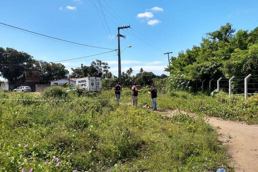 corpo encontrado em terreno baldio em gramame - Corpo que foi encontrado neste domingo em João Pessoa é do suspeito de ter assaltado equipe do Samu na capital