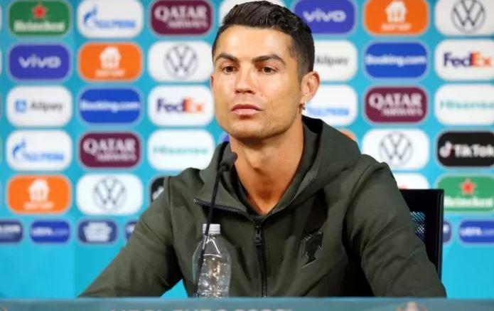 cris - Cristiano Ronaldo recomenda beber água e não Coca-Cola, e marca perde US$ 2,6 bi