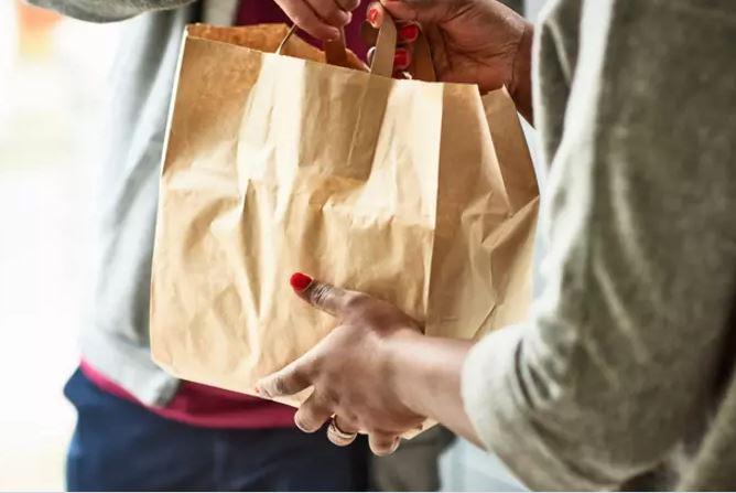 deli - Com aumento de 186% neste ano, saiba como se proteger do 'Golpe do delivery'