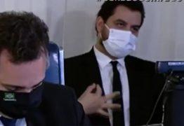 """""""DE FORMA INTENCIONAL"""": Assessor de Bolsonaro é denunciado pelo MPF após fazer gesto racista no Senado"""