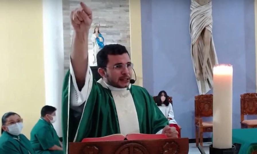 """g4y546 1 - Padre pede para fiéis não irem a visita de Bolsonaro ao RN: """"pecado grave"""" - VEJA VÍDEO"""