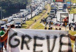 Caminhoneiros iniciam greve indeterminada a partir de 25 de julho, contra o aumento nos preços dos combustíveis praticados pela Petrobras