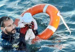 """""""Estava gelado, frio, não se mexia"""", diz guarda-civil de Ceuta que resgatou o bebê no mar"""