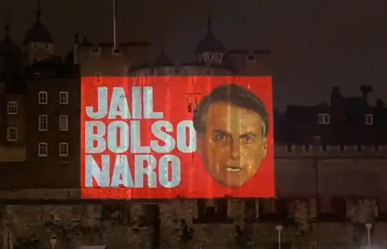 jail bolsonaro - 'Jail Bolsonaro', diz projeção na Torre de Londres pedindo prisão de Bolsonaro