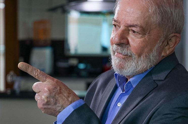 """lulu - """"O DEDO DE DEUS"""": ex-presidente Lula publica relato de vida na fé, critica Bolsonaro e emociona internautas"""