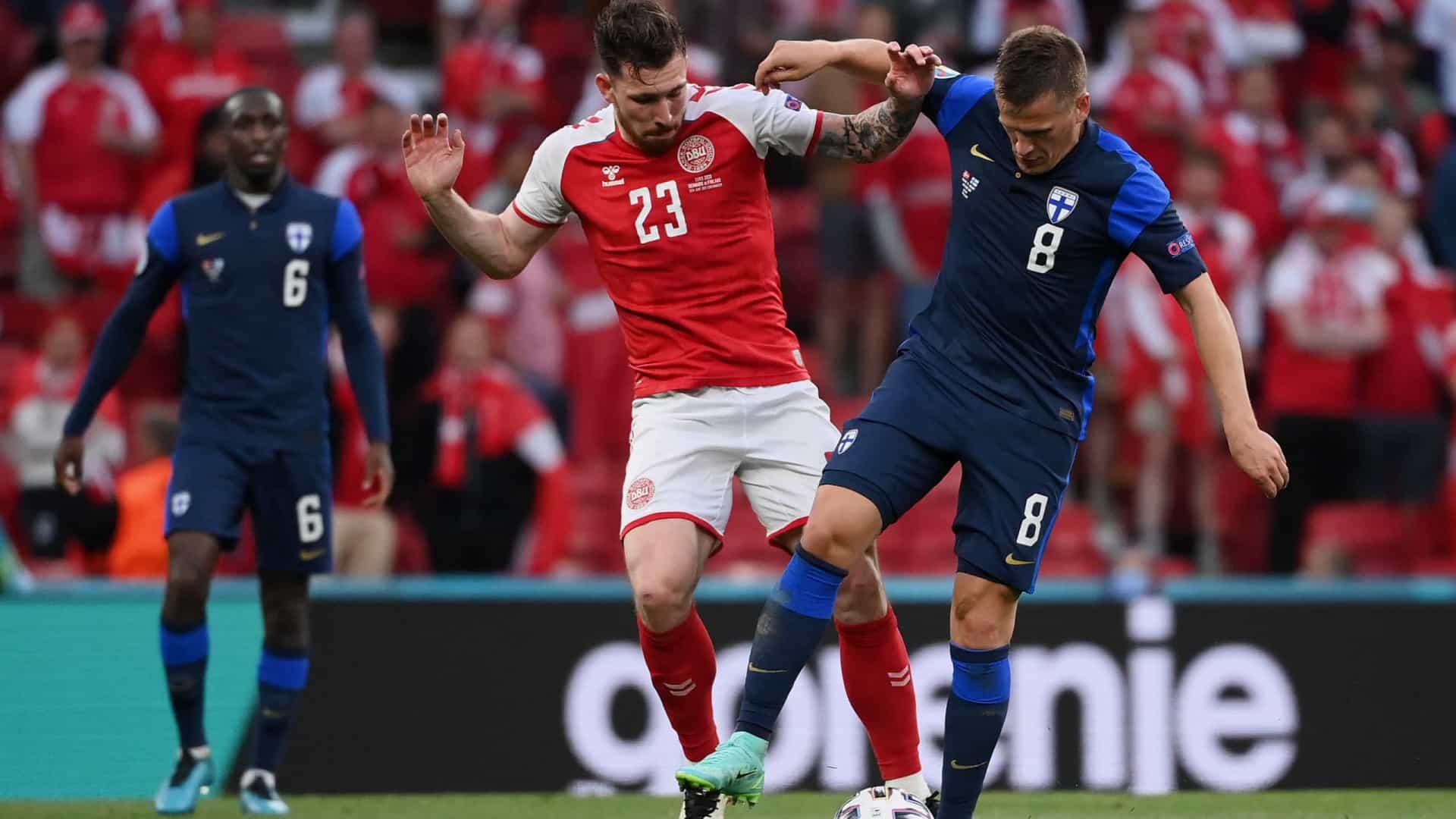 naom 60c519ee5c16e - Após desmaio em campo, Finlândia vence a Dinamarca na Eurocopa