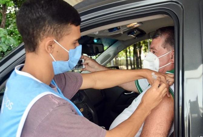vacina 1 - João Pessoa vacina pessoas 33+ e imuniza com segunda dose contra Covid-19