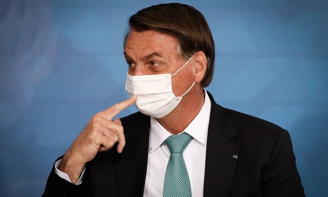 """x93163054 PA Brasilia BSB 01 06 2021 Presidente Jair Bolsonaro e o Presidente da Caixa Economica Fede.jpg.pagespeed.ic .WrU eFgqjq 1 - """"NÃO POSSO TOMAR A DE SÃO PAULO"""": Bolsonaro critica a Coronavac e diz que só tomará uma vacina aceita no mundo todo"""