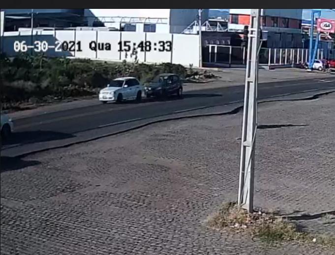1 3 - ROUBO INUSITADO: ladrões rebocam e furtam carro, em Pombal