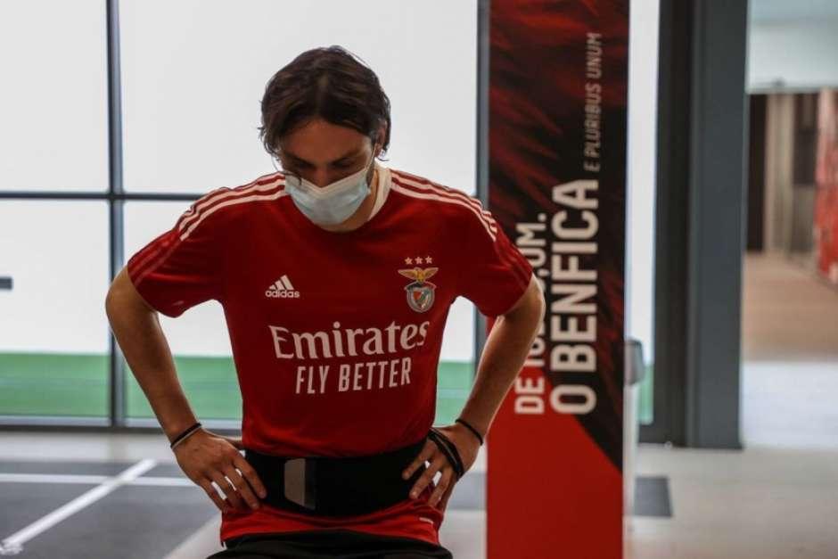 1914945239 60e85820ab025 - Jogador do Benfica xinga Jorge Jesus e é afastado do elenco; ouça