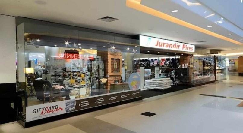 """1 jurandirpires01 18104117 - FIM DE UM IMPÉRIO! Após 60 anos no mercado, Jurandir Pires fecha as portas de sua última loja: """"Tudo tem um ciclo"""""""