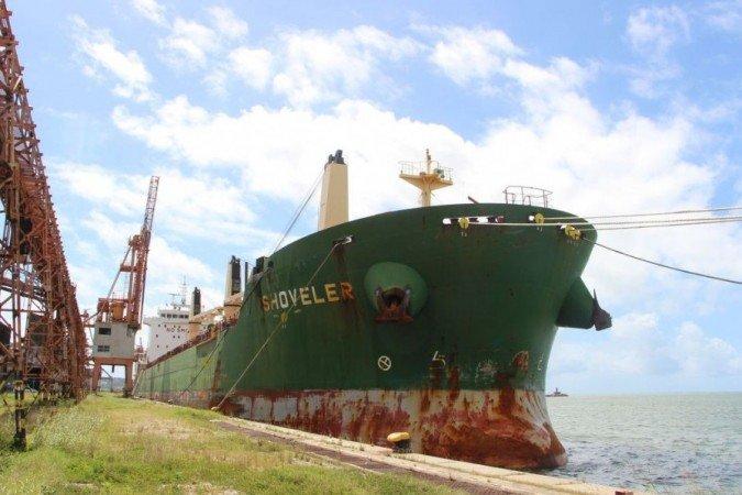 1 navio porto do recife 6745569 - Tripulantes de navio atracado em Recife testam positivo para a covid, confirma Porto